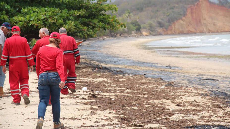 Pdvsa refuerza contingencia por derrame de crudo proveniente de Trinidad y Tobago