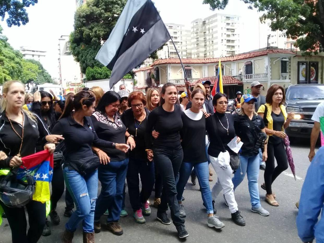 Madres opositoras marcharon en su día