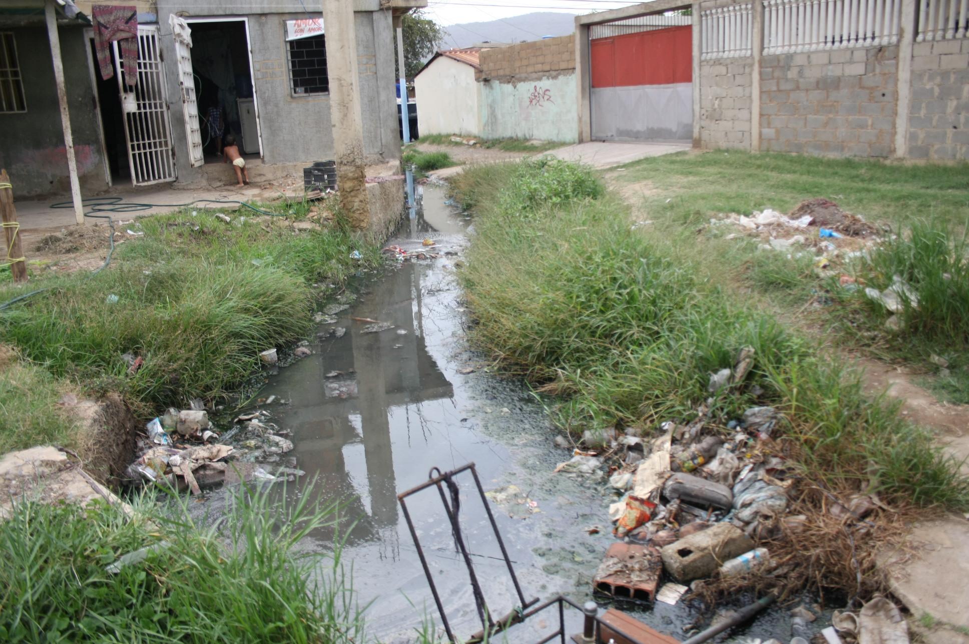 Habitantes se quejaron del  desbordamiento de cloacas
