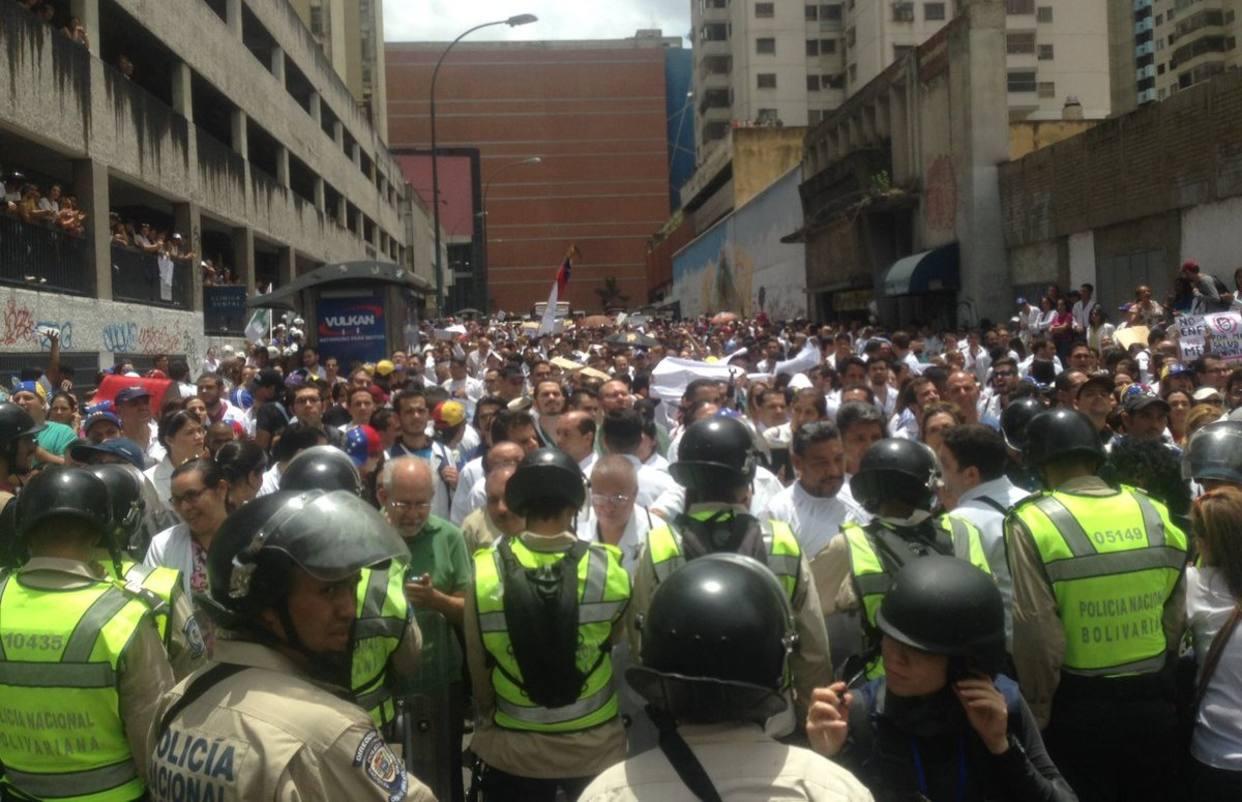 Médicos y pacientes marcharon el día de ayer por crisis en salud