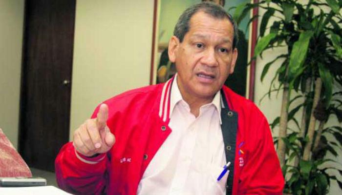 Luis Acuña cuestiona intromisión del Parlamento Europeo