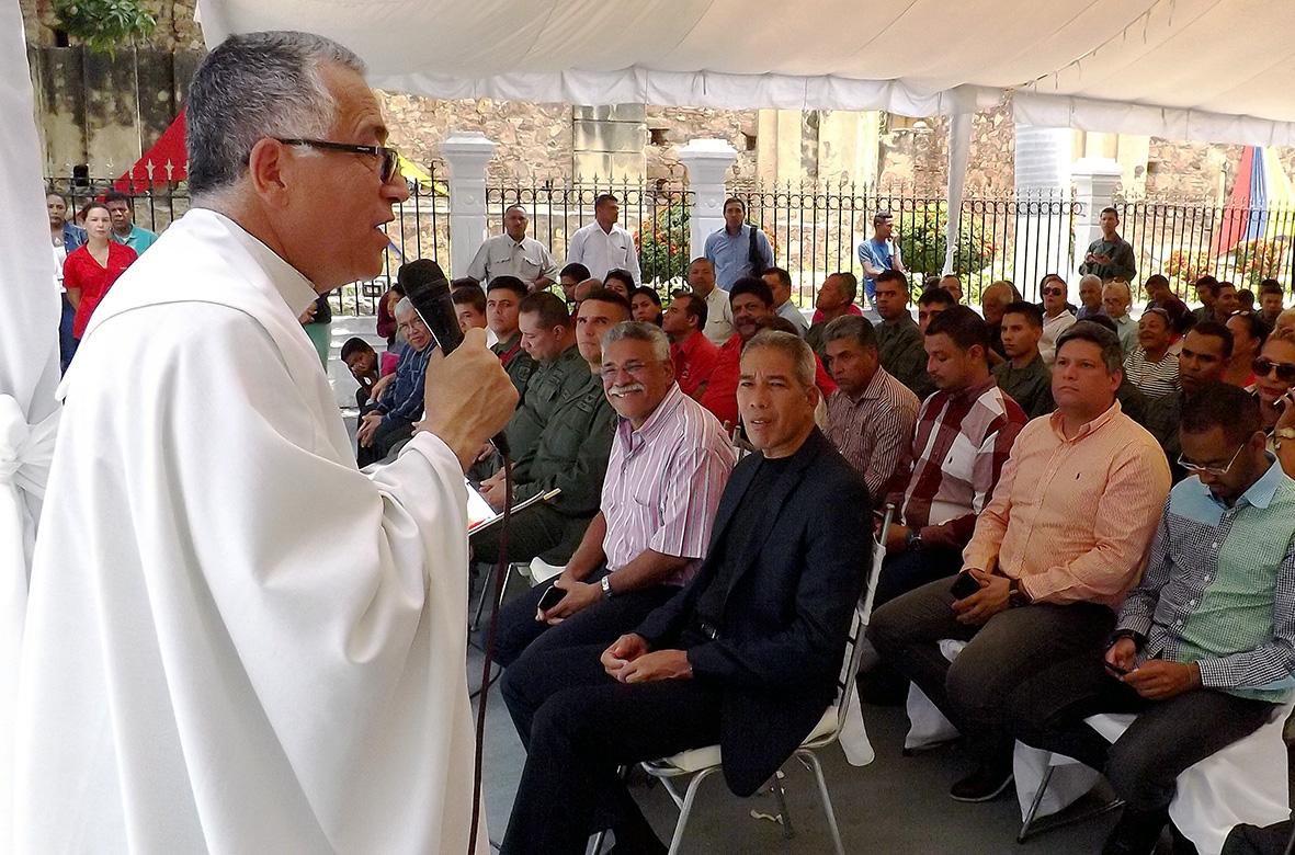 Padre Numa Molina ofició misa por la paz y Constituyente  la vida y la Constituyente