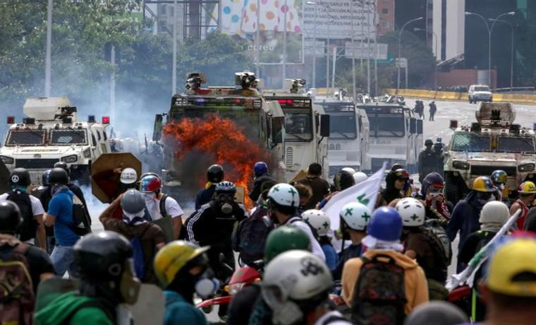 Aumenta a 61 los muertos durante las protestas opositoras