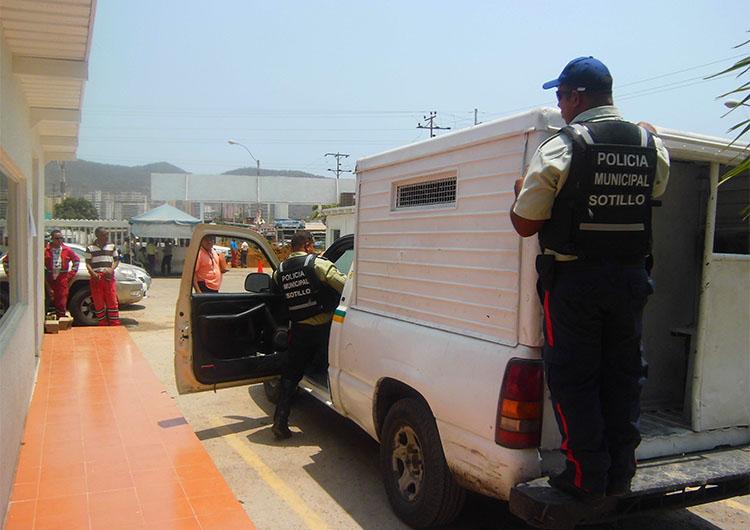 Agentes capturaron a dos sujetos tras asaltar en un fundo
