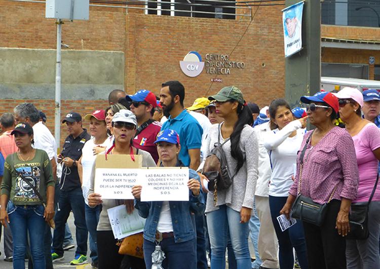Oposición marchó por «La toma de Las Casitas»