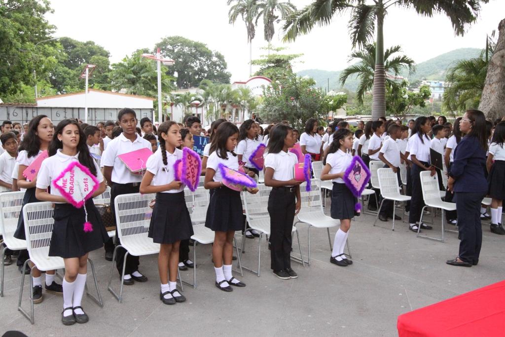 Estudiantes participaron en la I promoción  colectiva en la plaza Bolívar de Guanta