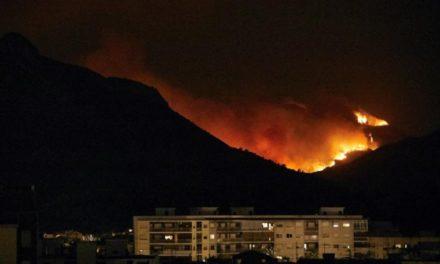 España desalojó 2.600 personas por incendio incontrolado en Valencia
