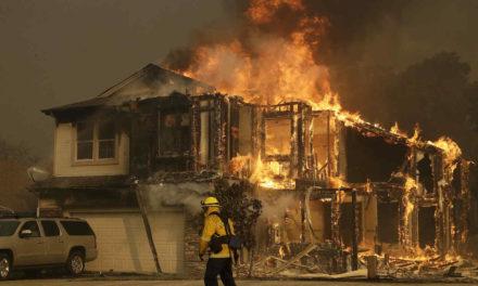 Incendio en el norte de California destruye más de mil hogares