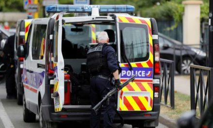 Hombre asesinó a su madre y hermana a puñaladas en Francia