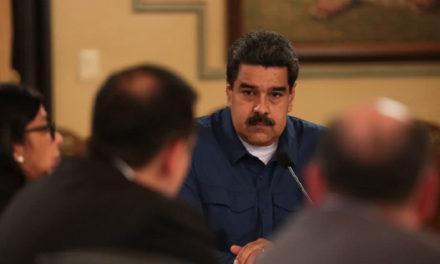 """Maduro """"internacionaliza"""" precios  del combustible"""
