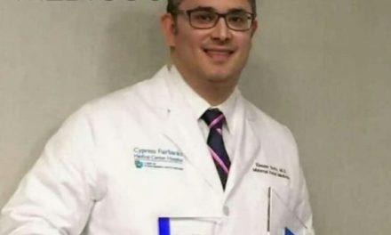 Venezolano recibió reconocimiento de Médico del año en Universidad de Houston
