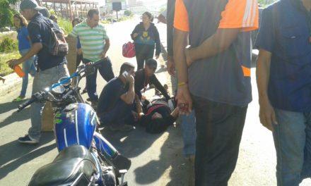 Dos heridos dejó choque frontal de motos