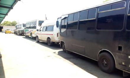 Un conductor detenido y cinco unidades retenidas por cobro excesivo de pasaje