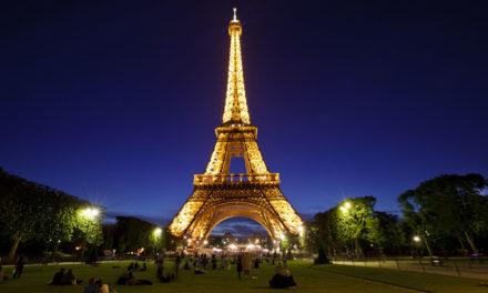 Un trozo de escalera de la torre Eiffel será subastado