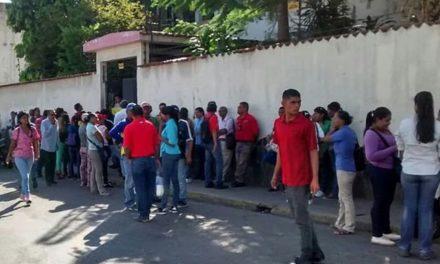 Trabajadores mantienen protestas por pago salariales