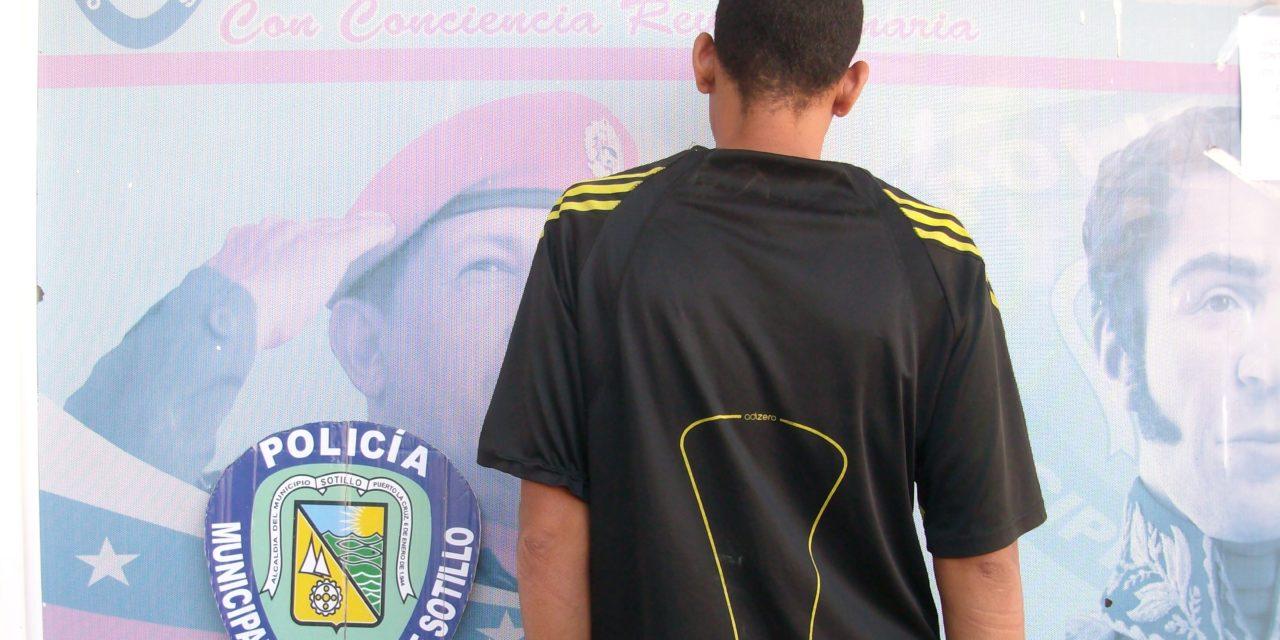 Por robo y porte ilícito de arma blanca Polisotillo capturó sujeto en Casco Central de Puerto la Cruz