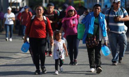 2000 salvadoreños salen en segunda caravana hacia EE.UU.