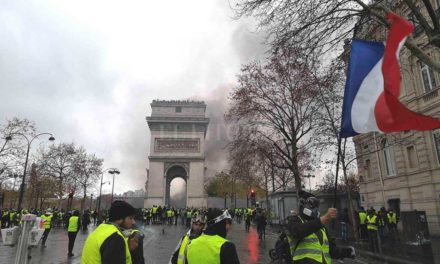 Gobierno de Francia suspendió aumento de la gasolina tras fuertes protestas