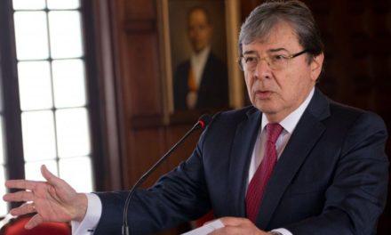 Canciller de Colombia pide incrementar sanciones a dirigentes políticos venezolanos
