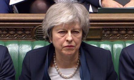 Parlamento británico tumba por 230 votos el acuerdo de Theresa May
