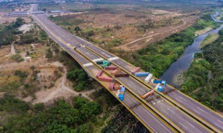 Colocan nuevos containers en el puente binacional Tienditas