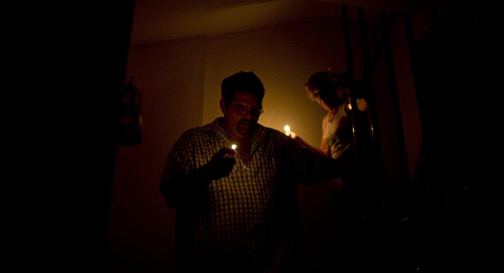 Residentes de Colinas del Neverí llevan más de 30 horas sin luz 110