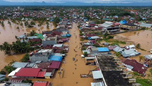 Inundaciones y aludes dejan al menos 40 muertos en Indonesia