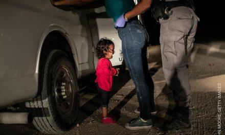 """""""Niña llorando en la frontera"""" es elegida la Mejor Fotografía del Año"""