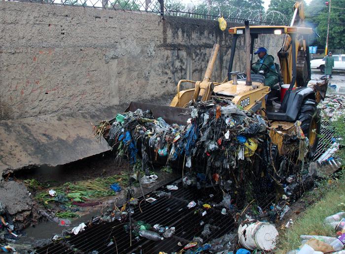 Realizan jornadas de limpieza a canales previas a las lluvias
