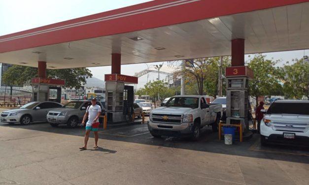 Ciudadanos buscan combustible diésel para plantas eléctricas