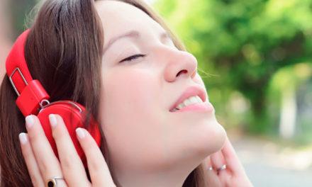 ¡Insólito! Mujer se decapitó al enredarse con sus auriculares