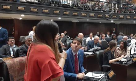 Parlamentarios rechazaron llamado a elecciones y pidieron incrementar presión contra Maduro