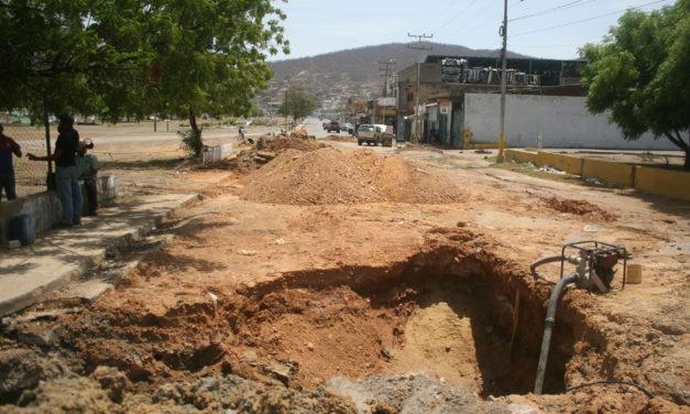 Conductores se quejan de tronera en calle Montes