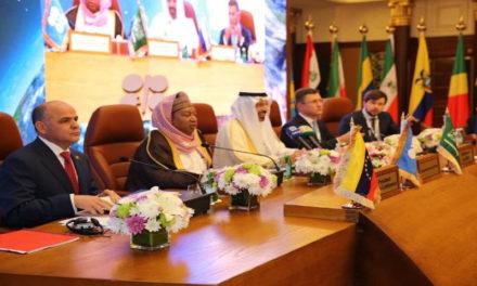 Ministros de OPEP revisarán acuerdo para reducir producción de crudo