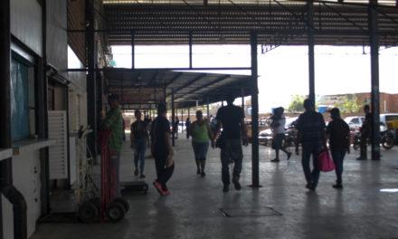 Denuncia toma ilegal de locales en el mercado de Tronconal III