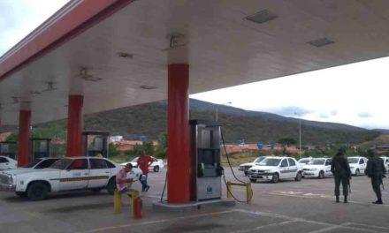 Suministro de gasolina en las estaciones de servicio aún es insuficiente