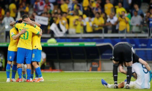 Brasil vence 2-0 a Argentina y es finalista de la Copa América