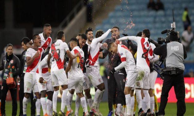Perú sorprende y le gana con autoridad a Chile
