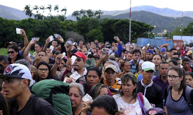 Chile rechaza las presiones de gobernador peruano por migrantes venezolanos