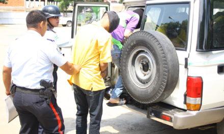 Arrestados cuatro sujetos con drogas y armas