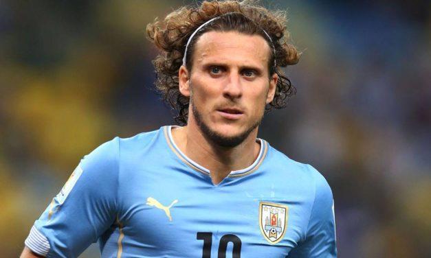 El uruguayo Diego Forlán anuncia su retirada del fútbol